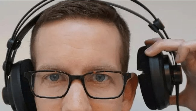 How to Wear Headphones With Right Glasses