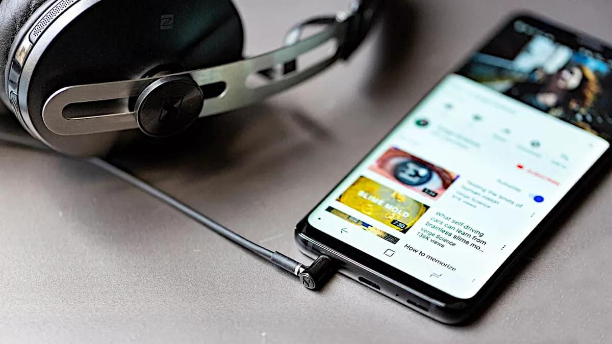 Headphones Jacks And Plugs